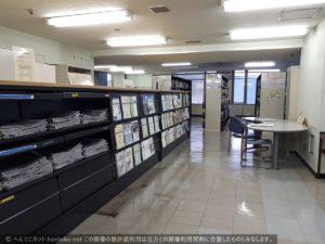 かながわ県民センター9階新聞テーブル