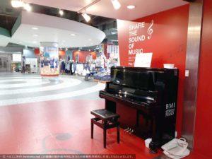 関内駅マリナード地下街の自由に弾けるストリートピアノ